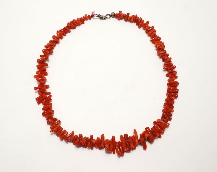 Vintage single strand coral necklace