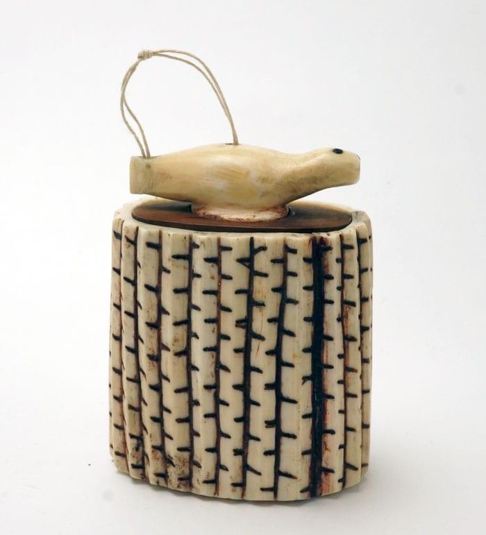 Antique Eskimo snuff box - Simpson Coll