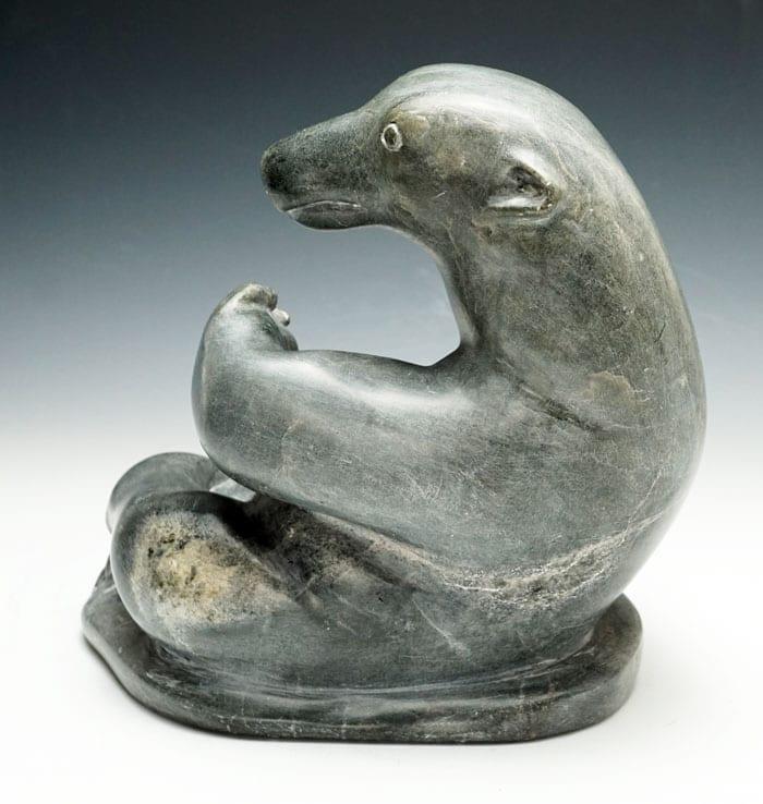 Abraham-Niaquq-Irquq-Reclining-Bear-IS01566-2